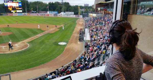 The deadlock between the city of Winnipeg and Goldeye's baseball team continues