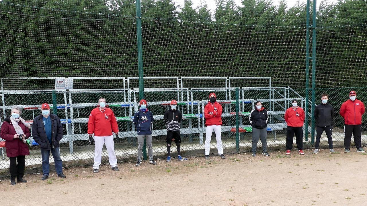 In front of the new bleachers: Chantal Moulin, club secretary, Gérard Moulin, club president, Richard Moulin, technical manager and seniors who were able to come to training.