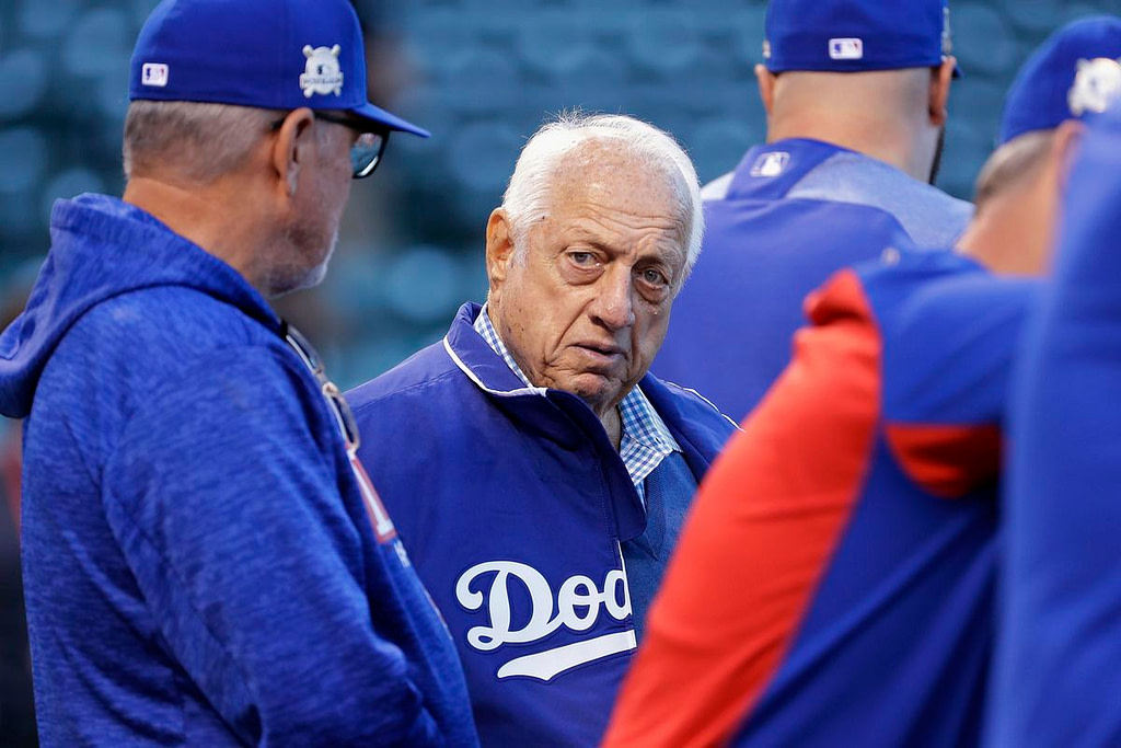 Former Dodgers manager and Royal color carrier Tommy Lasorda has died  Sport |  The sun