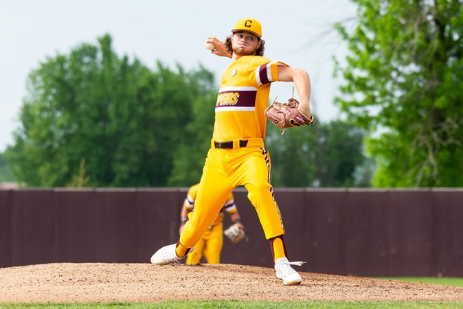 Baseball completes sweeping on senior day, remaining on top of MAC