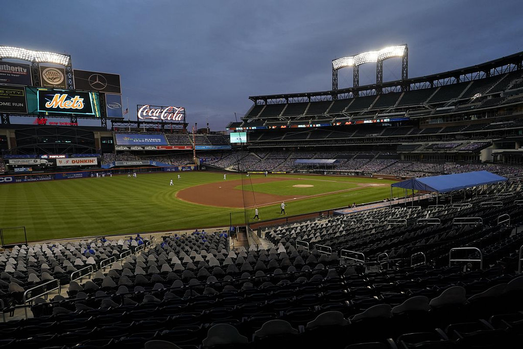 When the Yankees cry badly, the Mets suddenly shoot with cash and opportunities