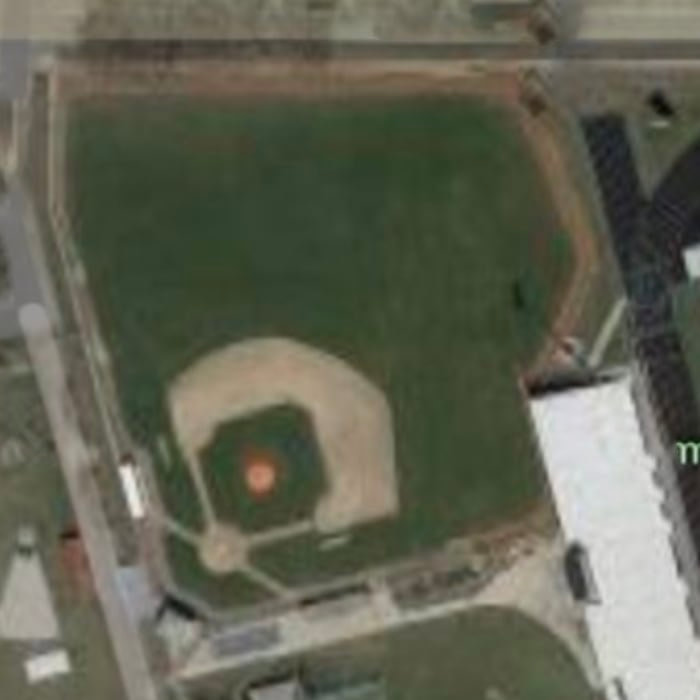 High school baseball courts have some freakin 'weird dimensions