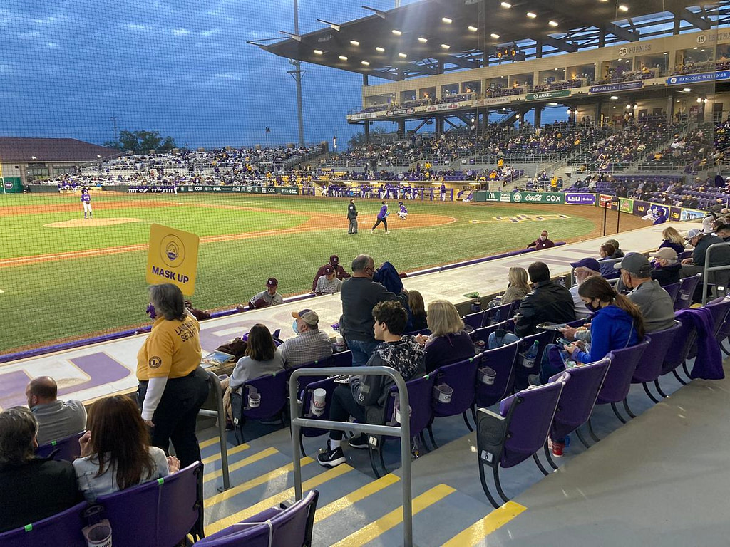 LSU baseball falls out of the top 25 in national polls - WAFB
