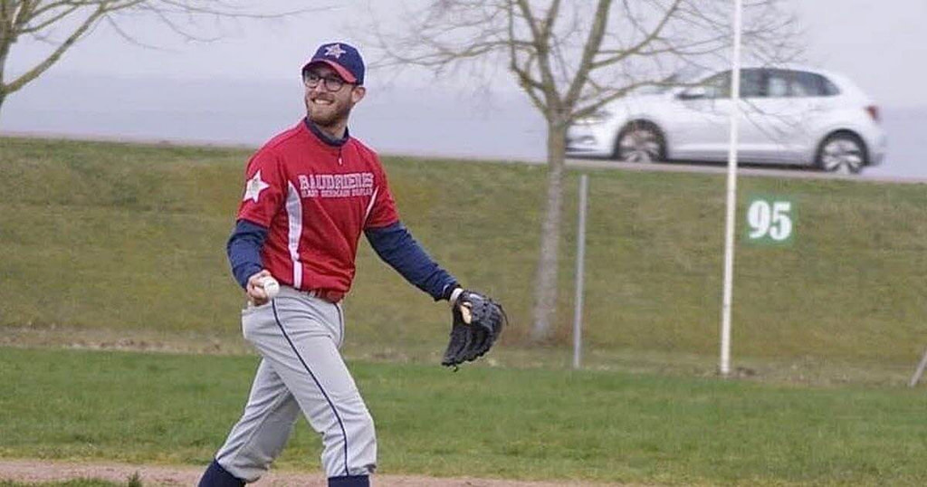 Baseball.  From one base to another, Augustin Simonet goes ... and dreams of bigger in the United States