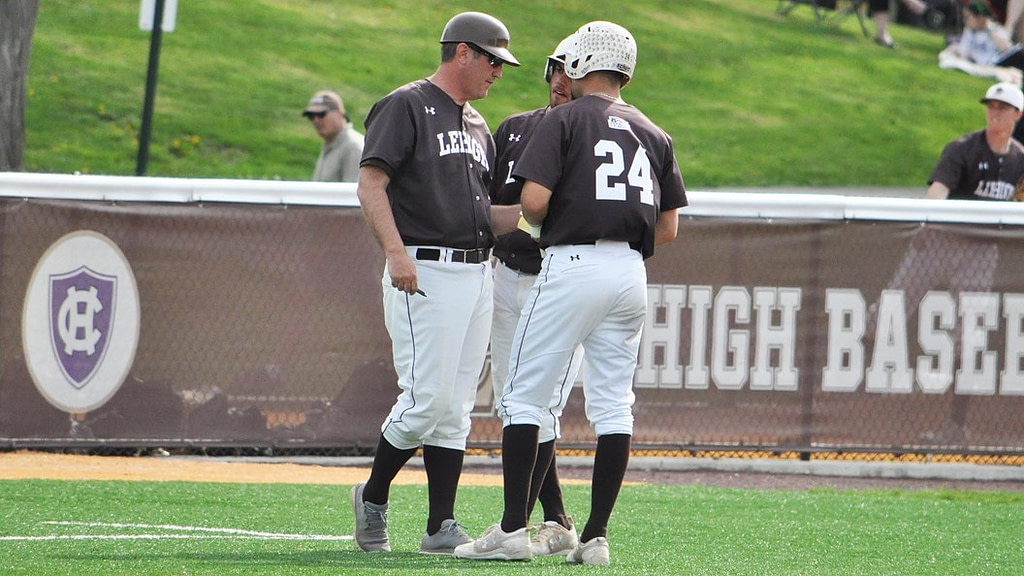 Baseball shares the semi-final double header - The Brown and White