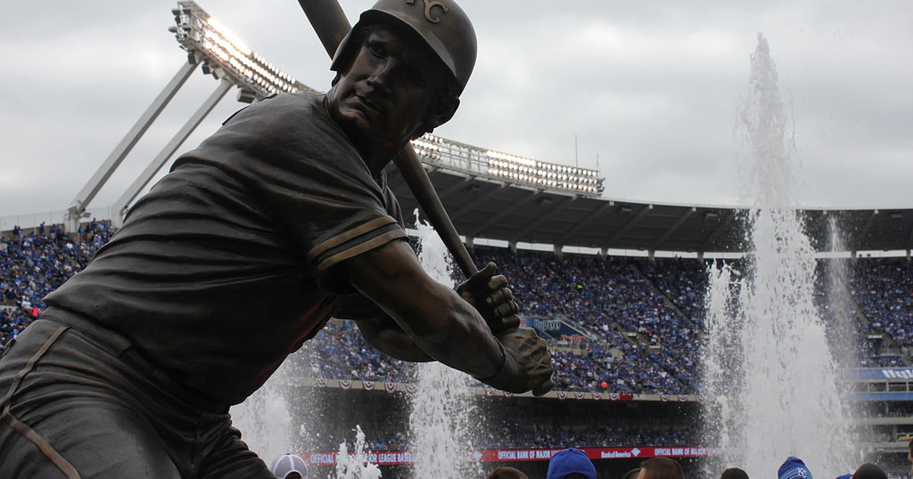 Kansas City's George Brett is in 35th place in new book about best baseball players    89.3 KUR
