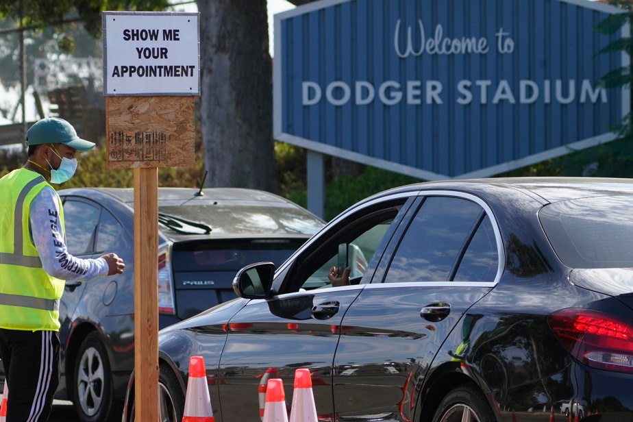 COVID-19 |  Los Angeles turns Dodgers Stadium into a vaccination center