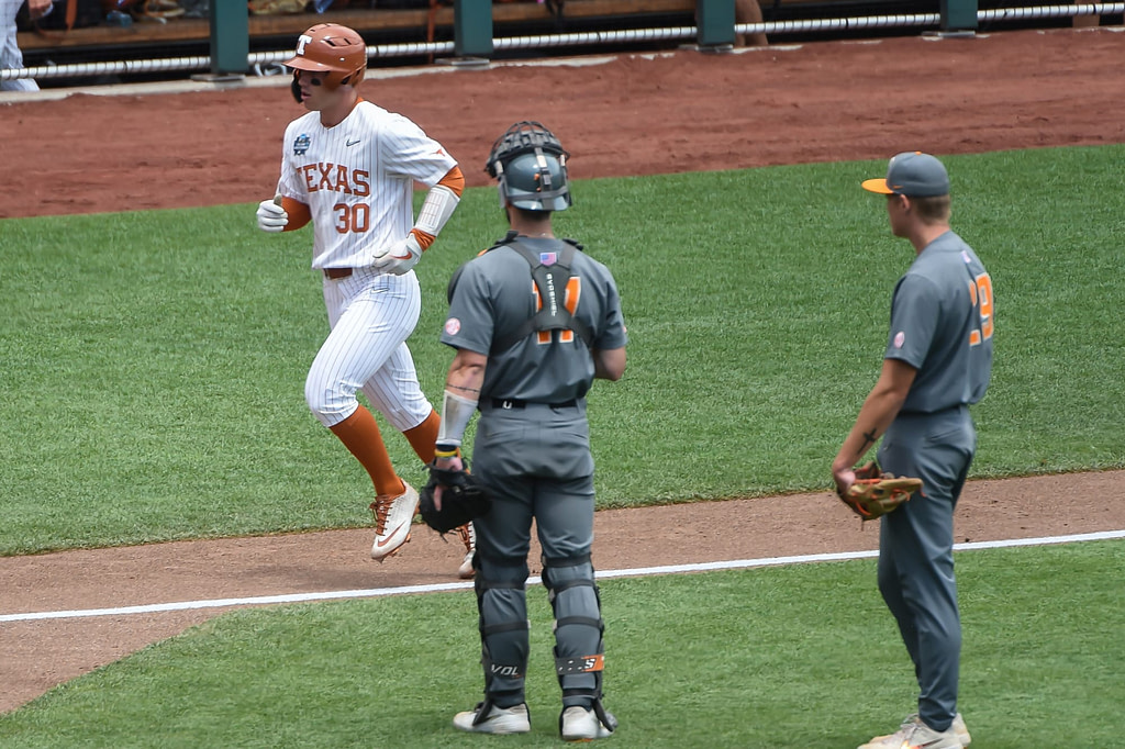 Bats are revived, Horns stays alive in CWS vs.  Flights